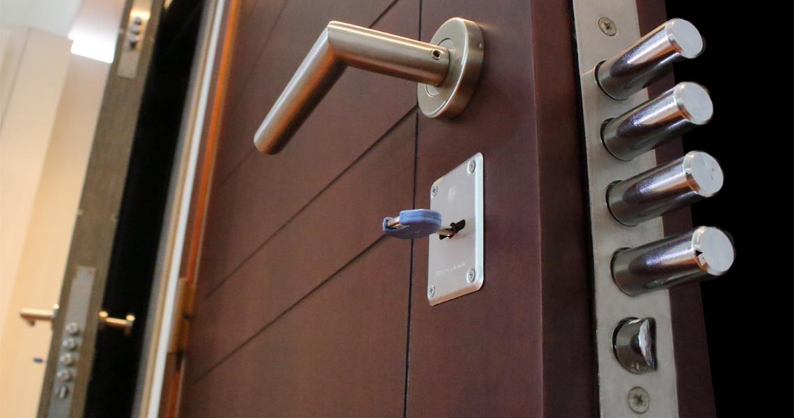 Cómo instalar cerraduras multipunto